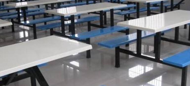 食堂餐桌的隔离方法